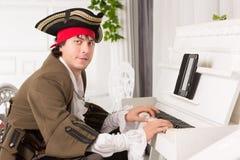 Mężczyzna bawić się pianino Obraz Stock
