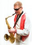 mężczyzna bawić się saksofon obrazy royalty free