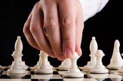 Mężczyzna bawić się szachy Zdjęcia Stock