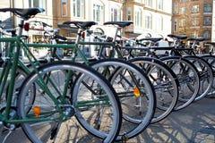 Mężczyzna bicykle dla sprzedaży Obrazy Royalty Free