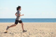 Mężczyzna bieg na plaży Fotografia Stock