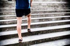 Mężczyzna bieg na schodkach, jogger zdjęcia royalty free