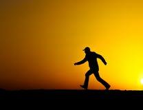 Mężczyzna bieg przy zmierzchem Obrazy Stock