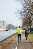Mężczyzna bieg - tylni widoku bieg post Zdjęcie Royalty Free