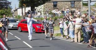 Mężczyzna bieg z pochodnią Obraz Royalty Free
