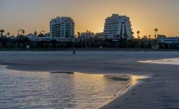 Mężczyzna biega w ranku w Herzliya Fotografia Stock