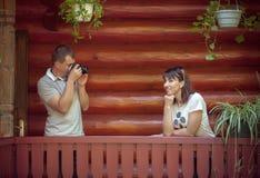 Mężczyzna bierze fotografię jego dziewczyna Obraz Stock