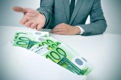 Mężczyzna bierze kopertę euro rachunki pełno Obraz Royalty Free