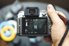 Mężczyzna bierze obrazki przy Panasonic Lumix g7 Zdjęcia Royalty Free