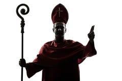 Mężczyzna biskupa główna sylwetka salutuje błogosławieństwo obrazy royalty free