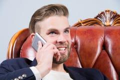 Mężczyzna, biznesmen rozmowa na smartphone lub uśmiech i Fotografia Stock
