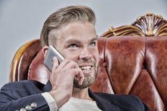 Mężczyzna, biznesmen rozmowa na telefonie komórkowym lub uśmiech i Obrazy Royalty Free