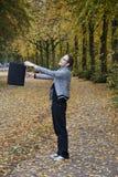 Mężczyzna chlania torba w parku zdjęcie stock