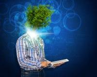 Mężczyzna chwyta pastylki komputer osobisty Zielony drzewo zamiast jego głowa Zdjęcia Stock