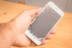 Mężczyzna chwyty w jego wręczają iphone 6S Apple Inc fotografia stock