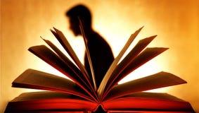 Mężczyzna cień behind Otwarta książka Obraz Royalty Free