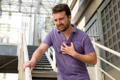 Mężczyzna cierpienie dla złego ataka serca Zdjęcia Stock