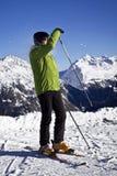 Mężczyzna cieszy się narciarstwo Obrazy Stock