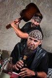 Mężczyzna Ciupnięcie Gitara z Gitarą Zdjęcia Royalty Free