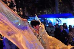 Mężczyzna costumed jak aniołowie, Yogyakarta miasto obraz stock