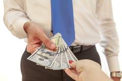Mężczyzna daje pieniądze kobieta Zdjęcia Royalty Free