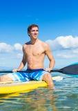 Mężczyzna dalej Stoi Up Paddle deskę Zdjęcie Royalty Free