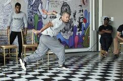 Mężczyzna dancingowy hip hop przy festiwalem fotografia royalty free