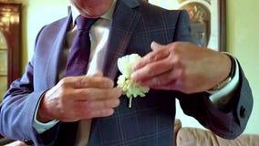 Mężczyzna dostaje przygotowywał dla poślubiać zbiory