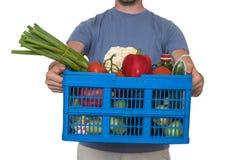 Mężczyzna dostarcza sklepy spożywczych klient pojedynczy białe tło obraz stock