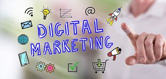 Mężczyzna dotyka cyfrowego marketingowego pojęcie obrazy stock