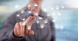 Mężczyzna dotyka globalnej sieci technologii pojęcie obrazy royalty free