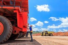 Mężczyzna duży kierowca ciężarówki Obrazy Stock