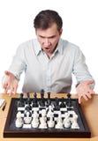 Mężczyzna emocjonalnie przejęta gemowa kombinacja w szachy Zdjęcie Stock