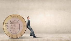 Mężczyzna i duża moneta Zdjęcie Stock
