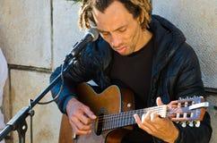 Mężczyzna i gitara zdjęcie stock