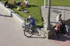 Mężczyzna I Jego rower Obraz Royalty Free