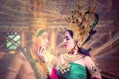 Mężczyzna i kobieta jest ubranym typową tajlandzką suknię z tajlandzkim stylem, piękno obrazy royalty free