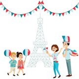 Mężczyzna i kobieta na święcie narodowym France, ludzie z flaga w ręki odprowadzenia puszka ulicie przeciw tłu Eiffel Zdjęcia Royalty Free
