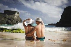Mężczyzna i kobieta na plaży obrazy royalty free