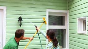 Mężczyzna I kobiety Cleaning ściana dom zdjęcie wideo