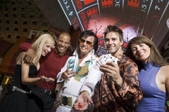 Mężczyzna I kobiety Z Elvis Presley parodystą fotografia royalty free