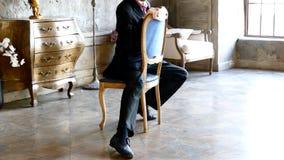 Mężczyzna i krzesło, tango taniec zbiory