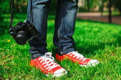 mężczyzna i retro kamera Obrazy Stock