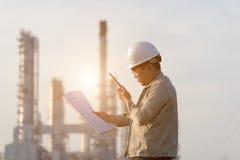 Mężczyzna inżynier przy elektrownią, Obraz Royalty Free