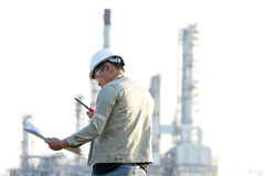 Mężczyzna inżynier przy elektrownią, Fotografia Stock