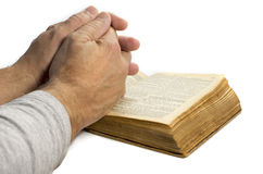 Mężczyzna ja modli się z biblią zdjęcie royalty free