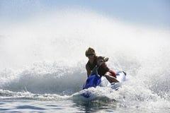 Mężczyzna jazdy wody hulajnoga Obraz Royalty Free