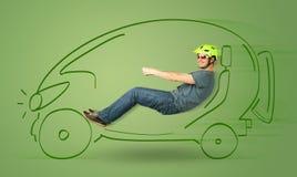 Mężczyzna jedzie eco friendy elektryczna ręka rysującego samochód Fotografia Royalty Free