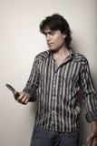 mężczyzna jego przyglądający telefon Zdjęcie Royalty Free