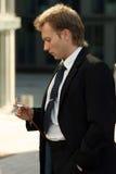 mężczyzna jego przyglądający zegarek Obrazy Royalty Free